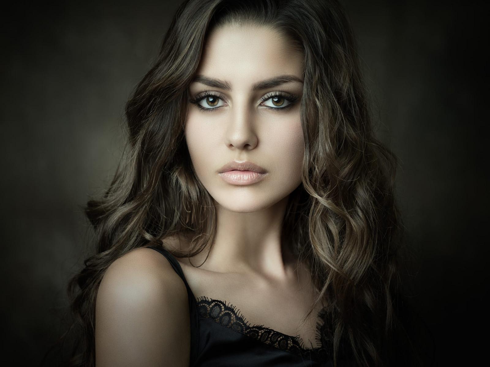 Wallpaper Face Women Simple Background Long Hair: Wallpaper : Women, Simple Background, Brunette, Long Hair
