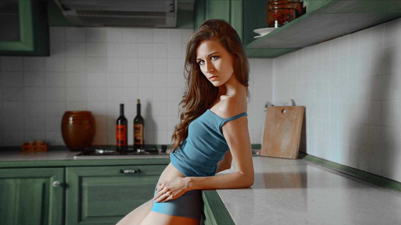petite-tranny-in-the-kitchen-porn-sofa