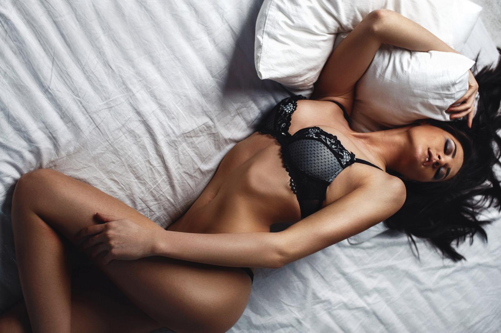 Сексуальные девчонки в постели — img 5