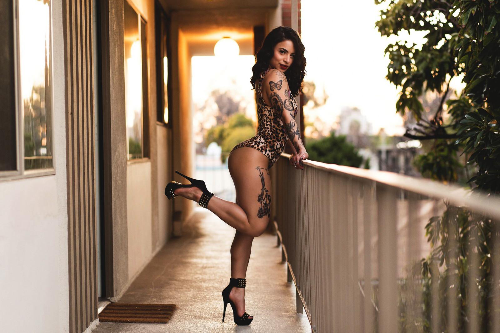 Фото девушек с сексуальной фигурой на высоких каблуках — pic 8