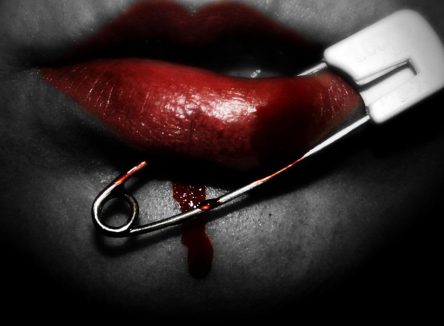 Красивые картинки крови на губах