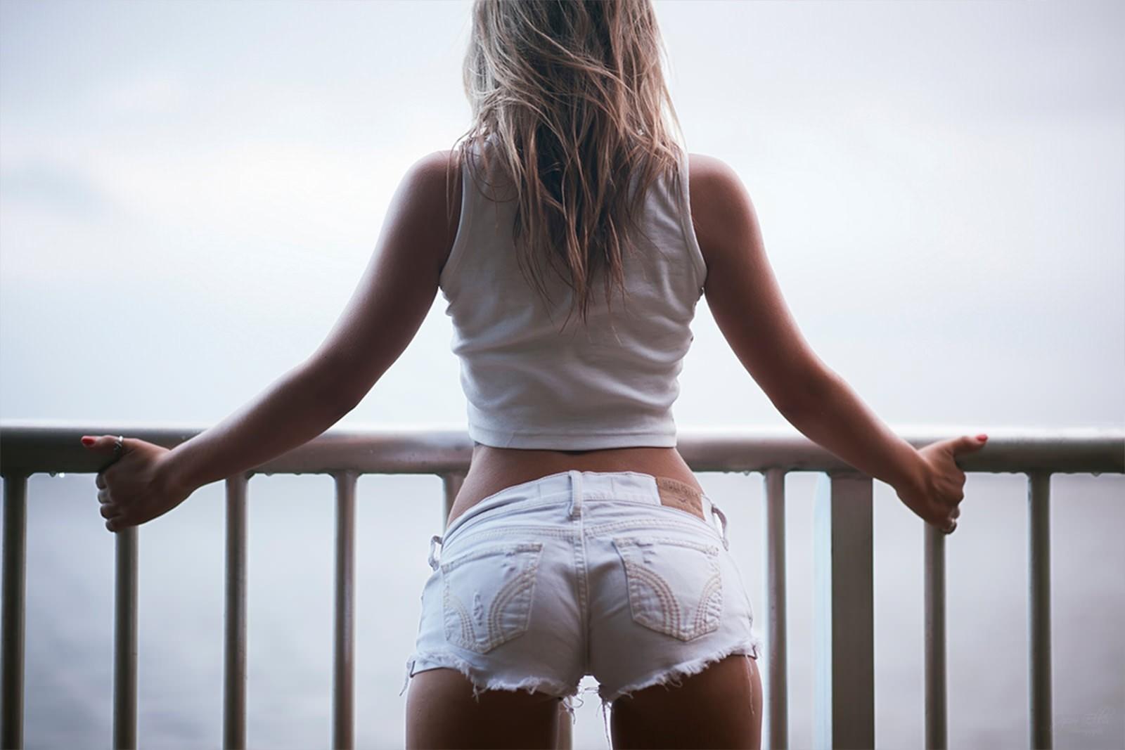 Фото попки блондинки #2