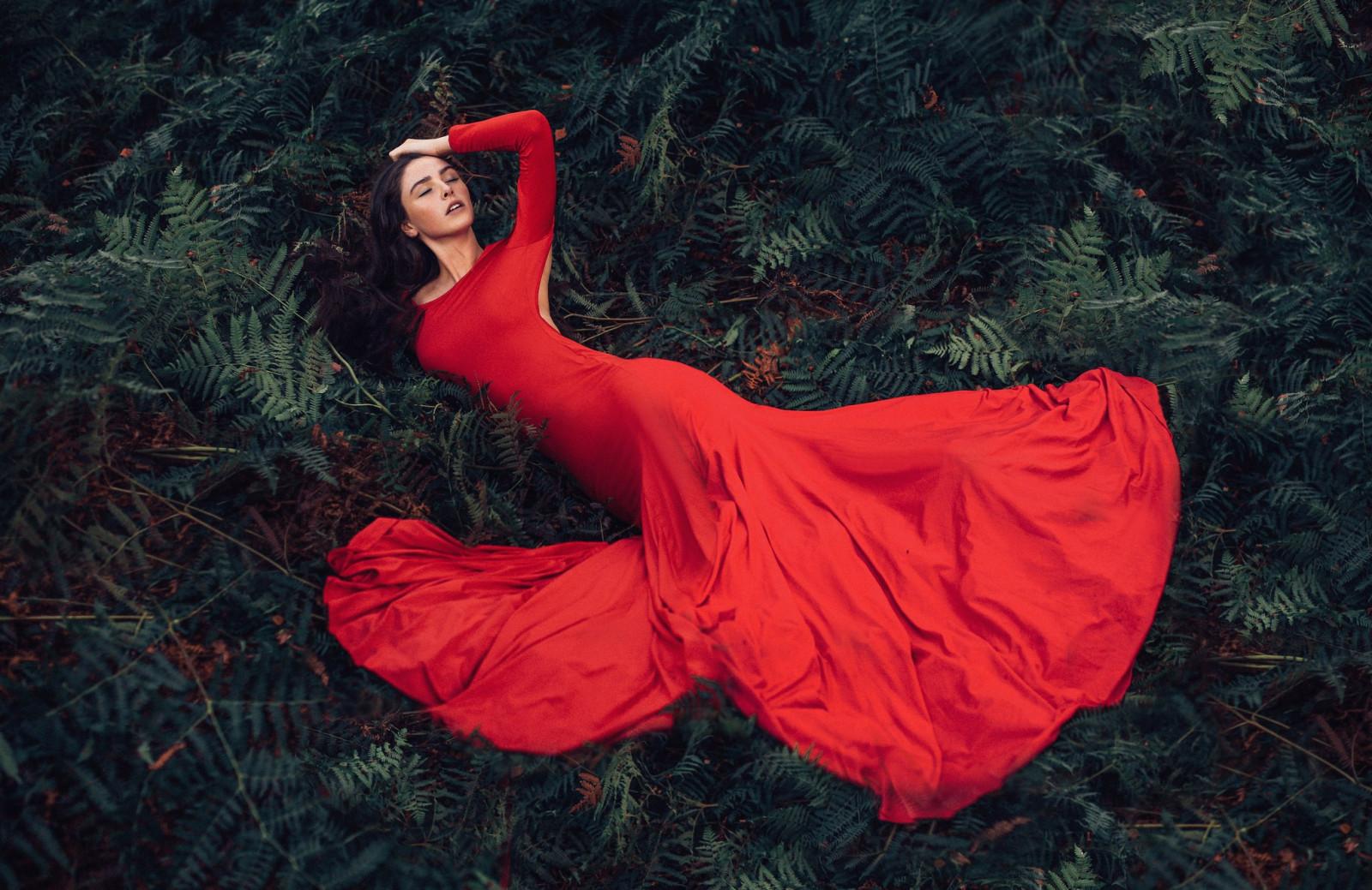 Фотки женщины в длинных платьях — 13