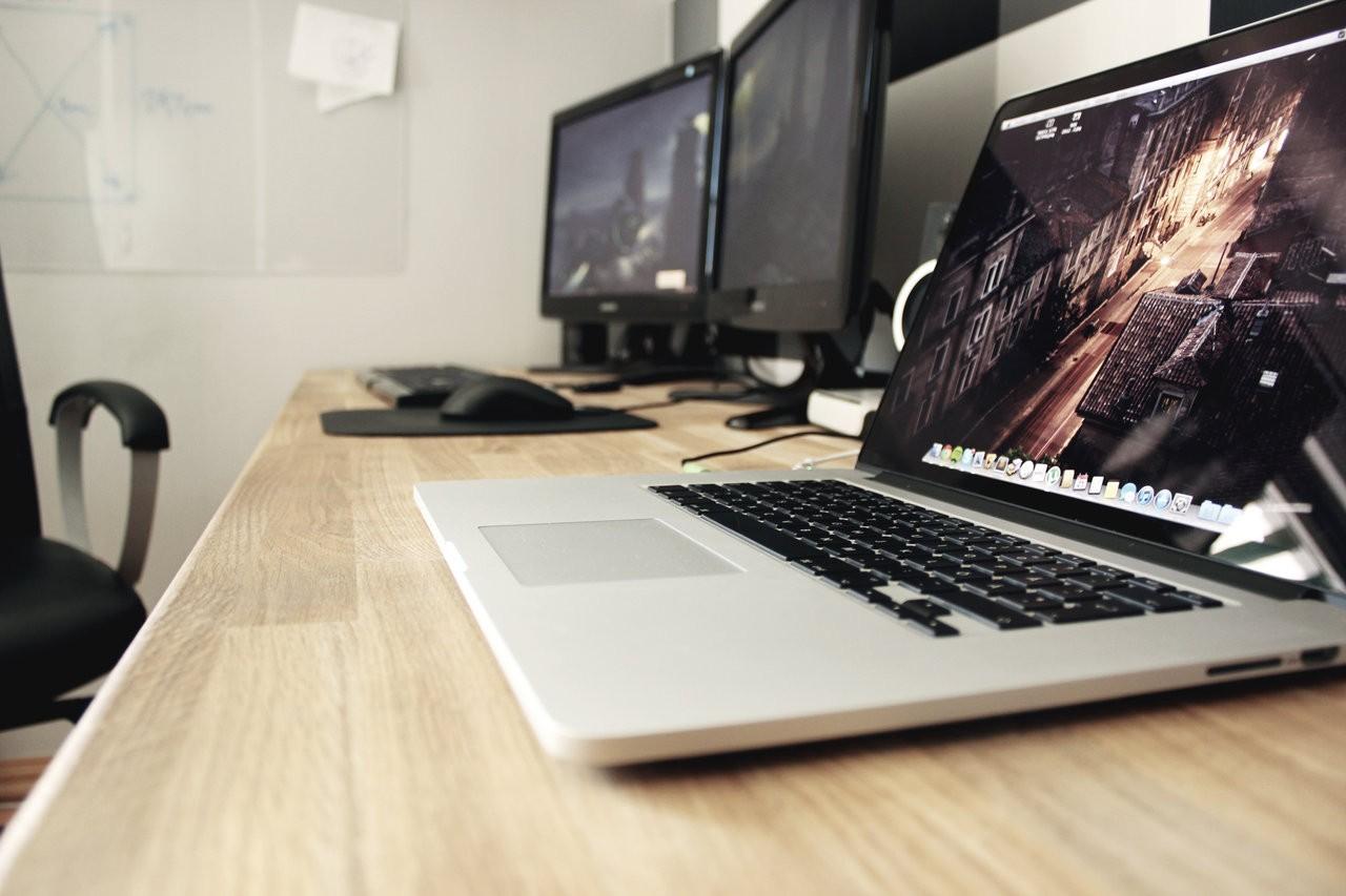 Hintergrundbilder Buro Technologie Laptop Schreibtisch Entwurf