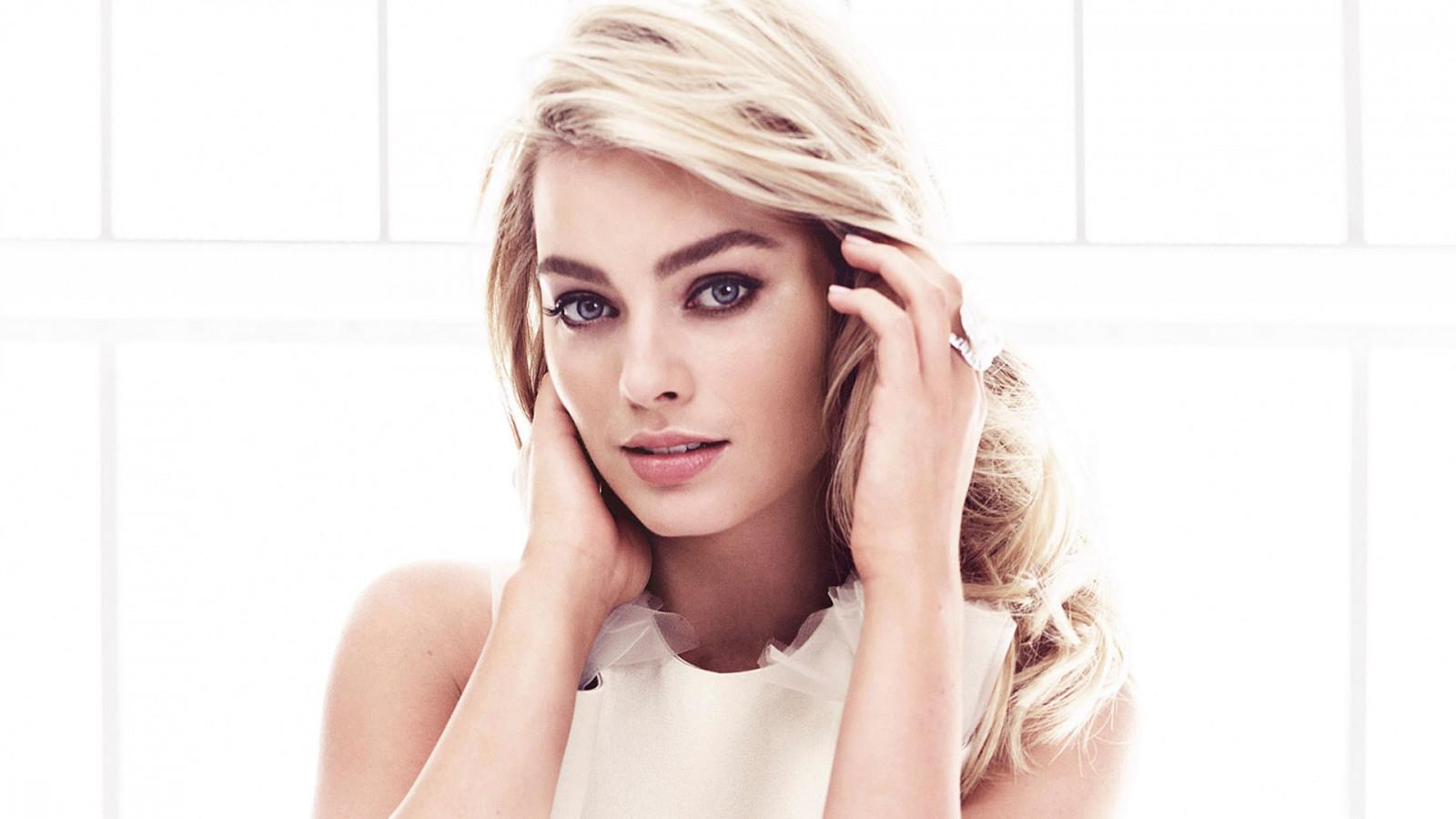 Wallpaper  Face, Women, Model, Blonde, Simple Background, Long Hair, Blue Eyes -9820