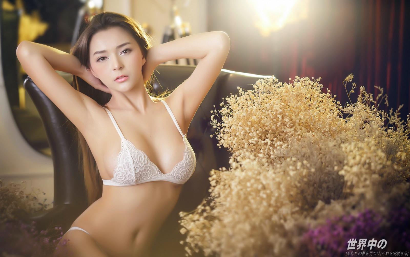 Seks azjatycki z białym