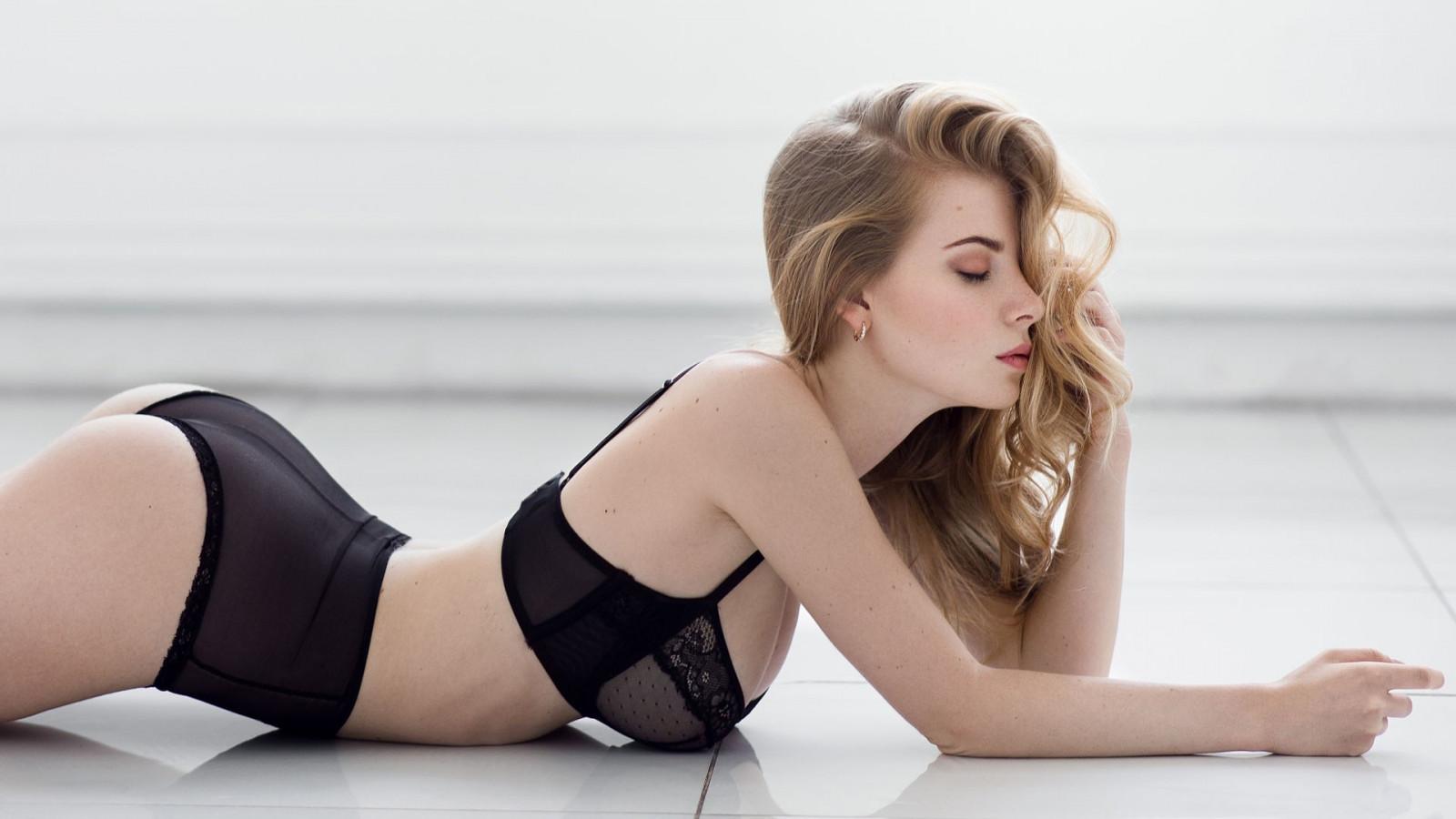 Wallpaper : women, model, blonde, long hair, sitting, high