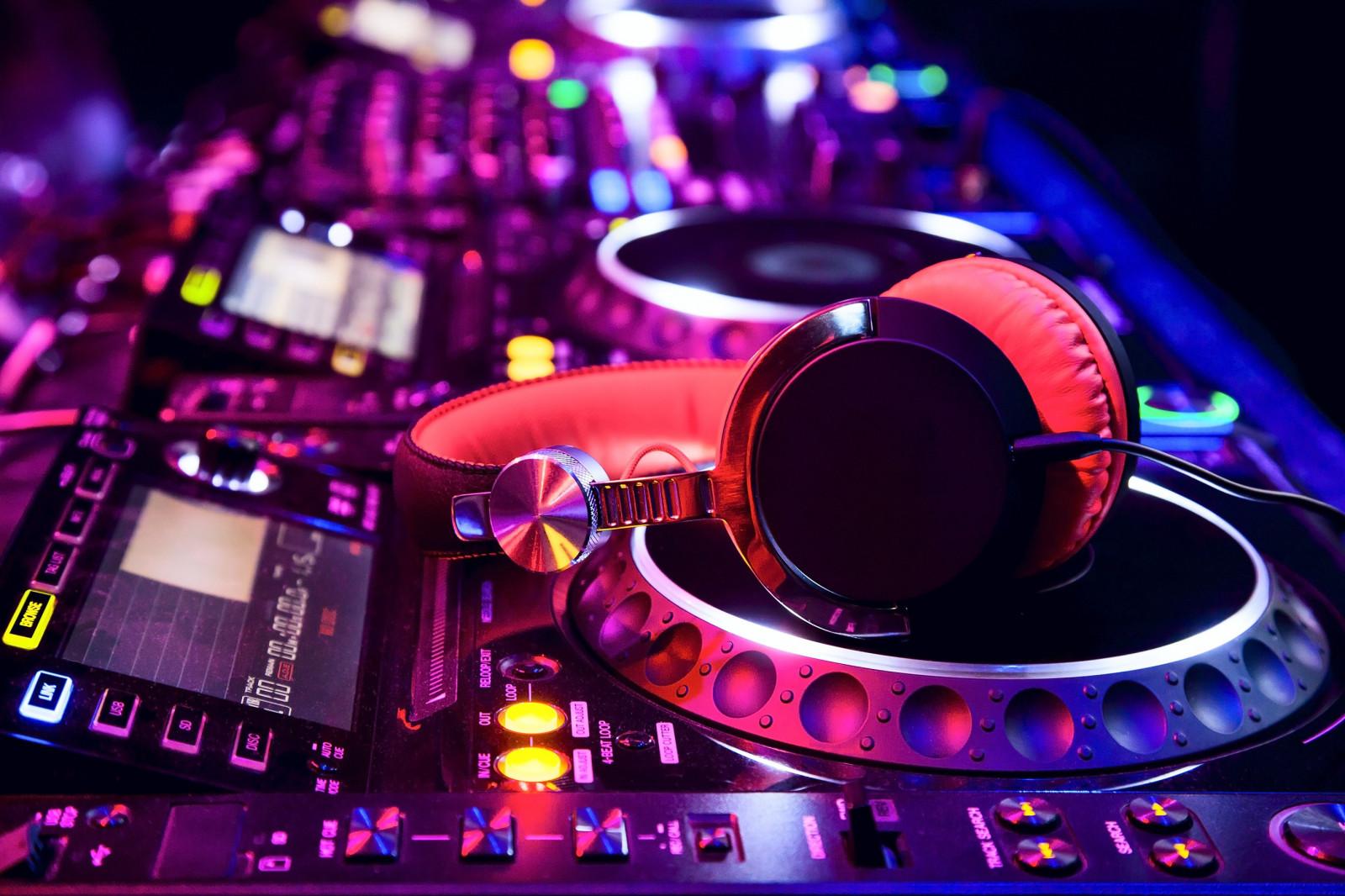 Wallpaper : lights, music, headphones, DJ, disc jockey ...