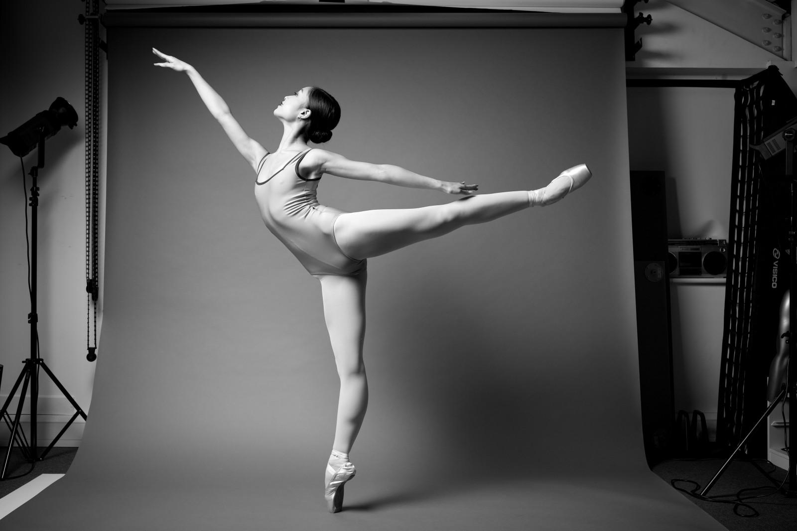 Балерина расставила ноги, тори блэк измена смотреть онлайн