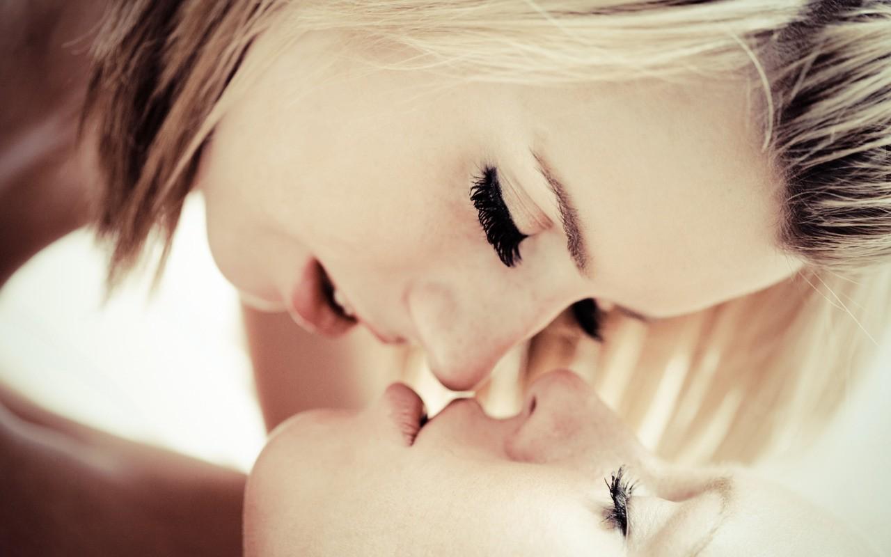 поцелуи лесби крупный план фото - 7
