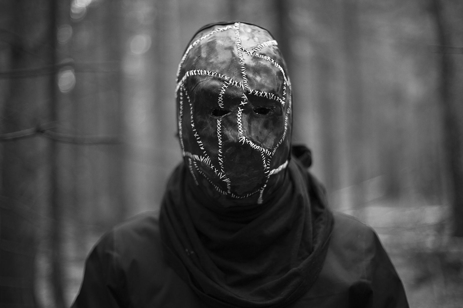 его неофициально грустные картинки с масками эта