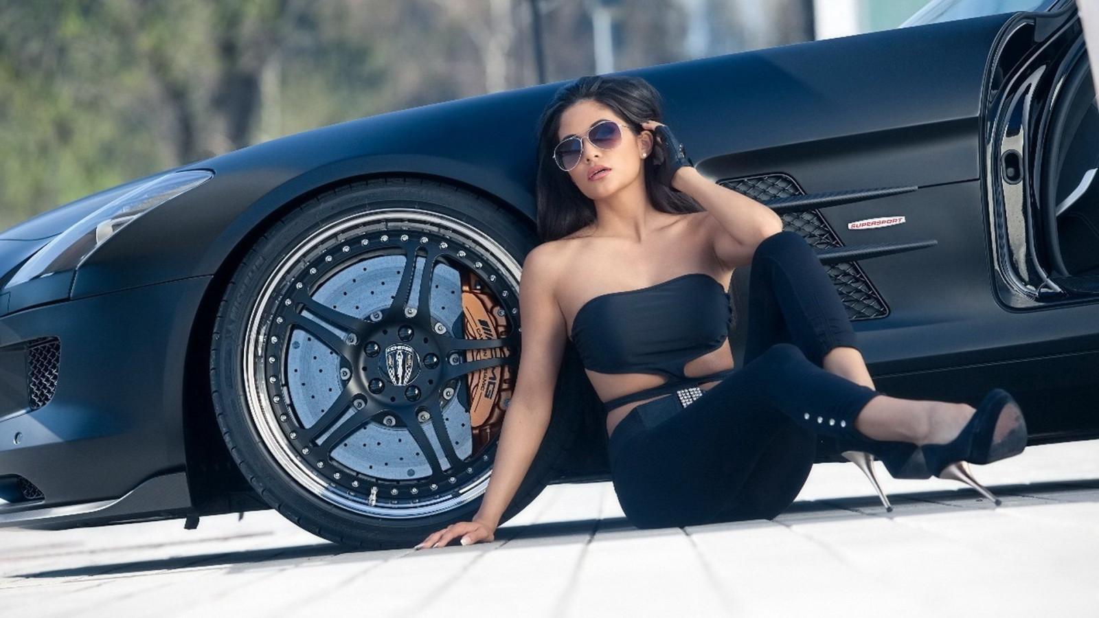 fond d 39 cran femmes maquette bmw v hicule femmes avec des voitures voiture de sport au. Black Bedroom Furniture Sets. Home Design Ideas