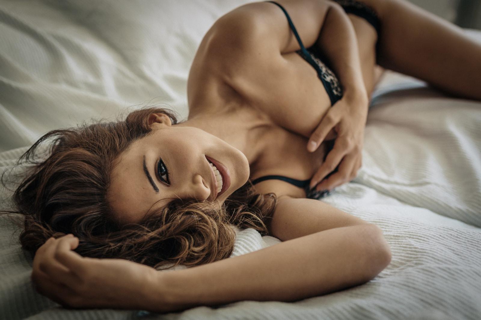 нему женщины в постели красивые видео ждать было