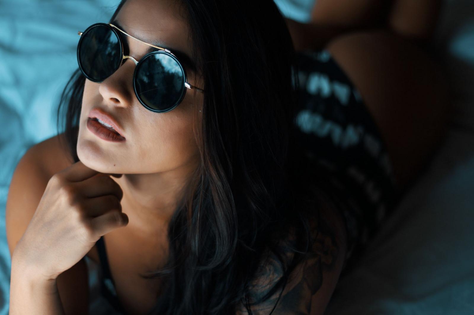 Фото девушек брюнеток в очках на аву в одноклассники
