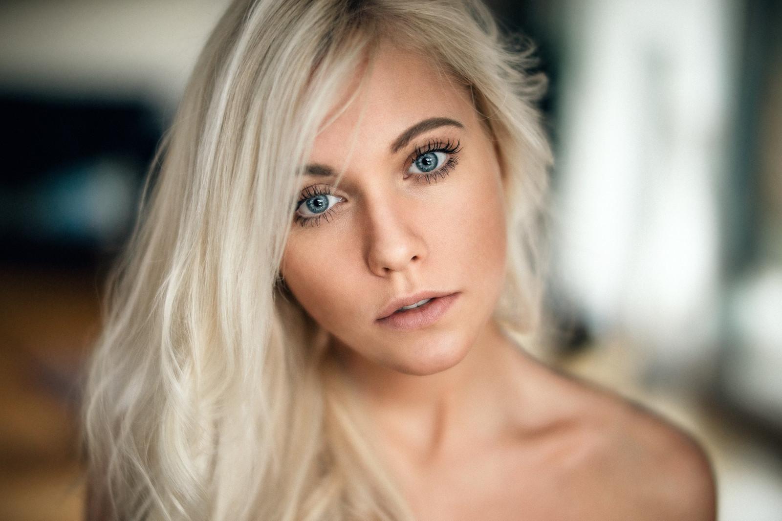 Голубоглазая белые волосы длинные стройная, женщины качки их порно фото