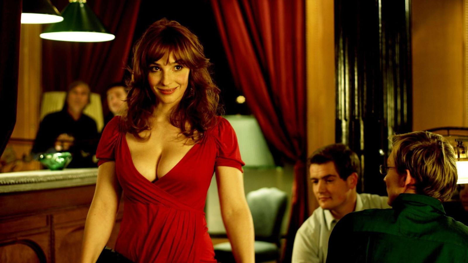 становится понятно фильм где девушка в красном платье в бильярде снимает постарались учесть все