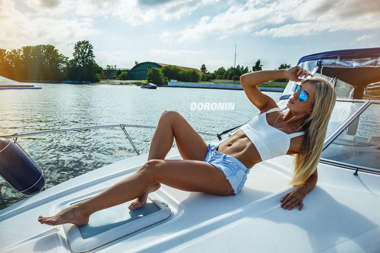 С блондинкой на яхте — img 1