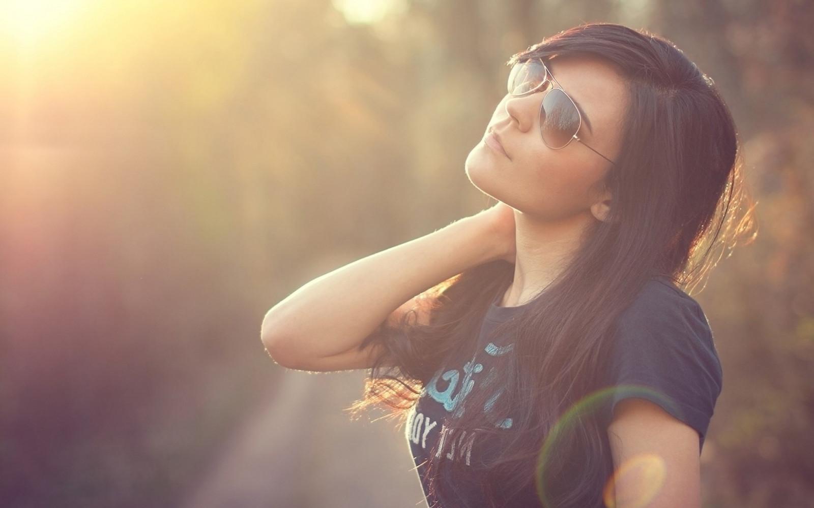 Фото девушек брюнеток в профиль на аву в