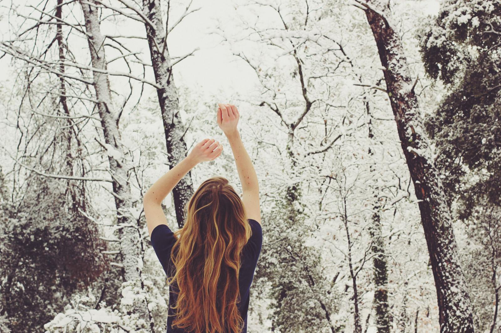 Юбилеем, картинки вид сзади снегопад девушки