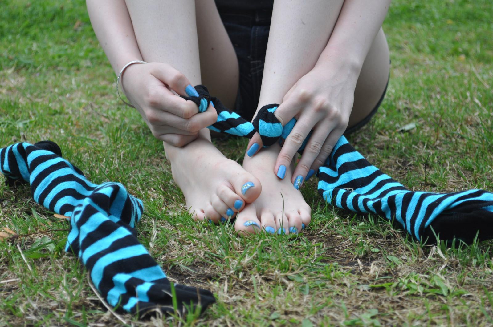 Emo feet