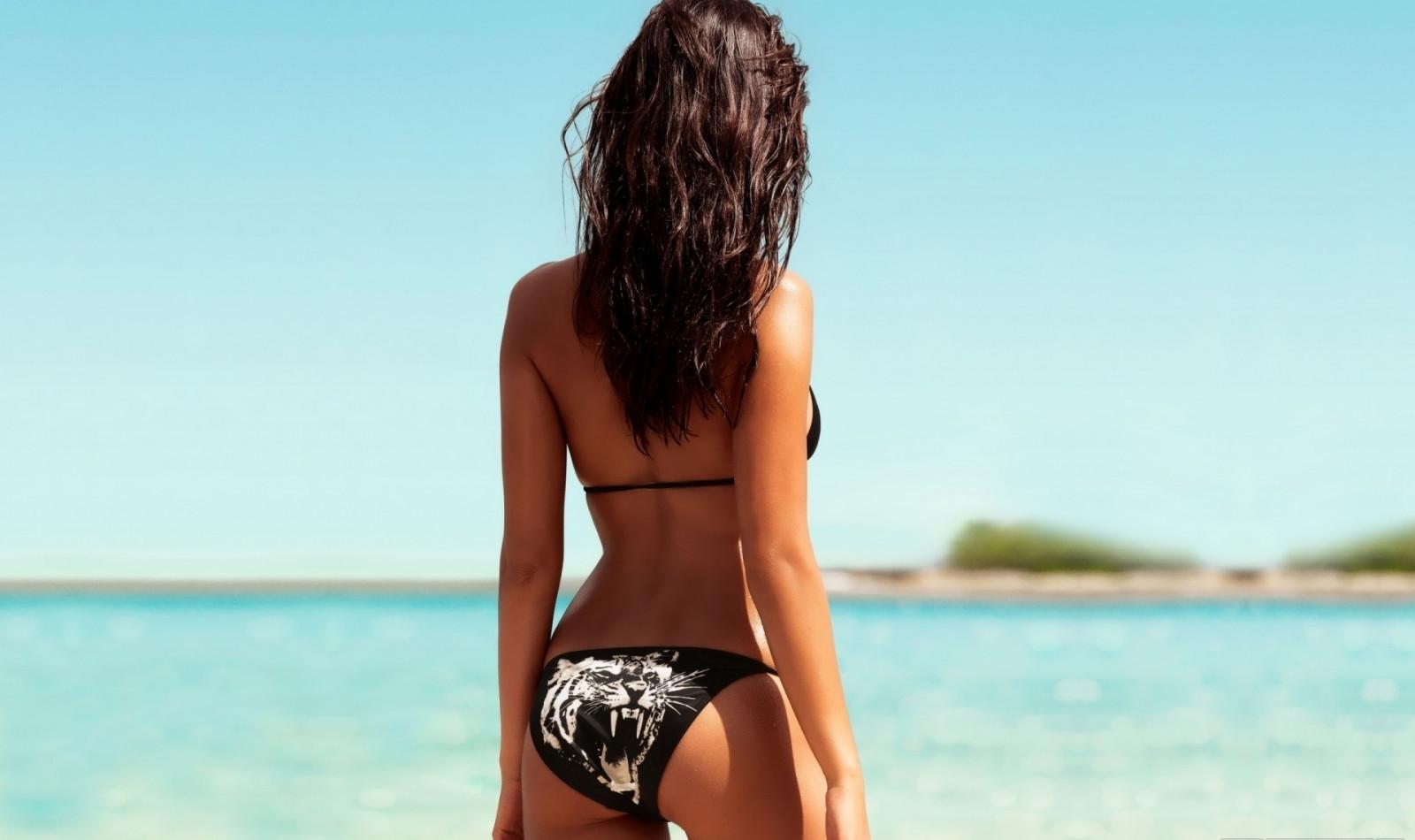 фото девушка в купальнике со спины брюнетки себе нового