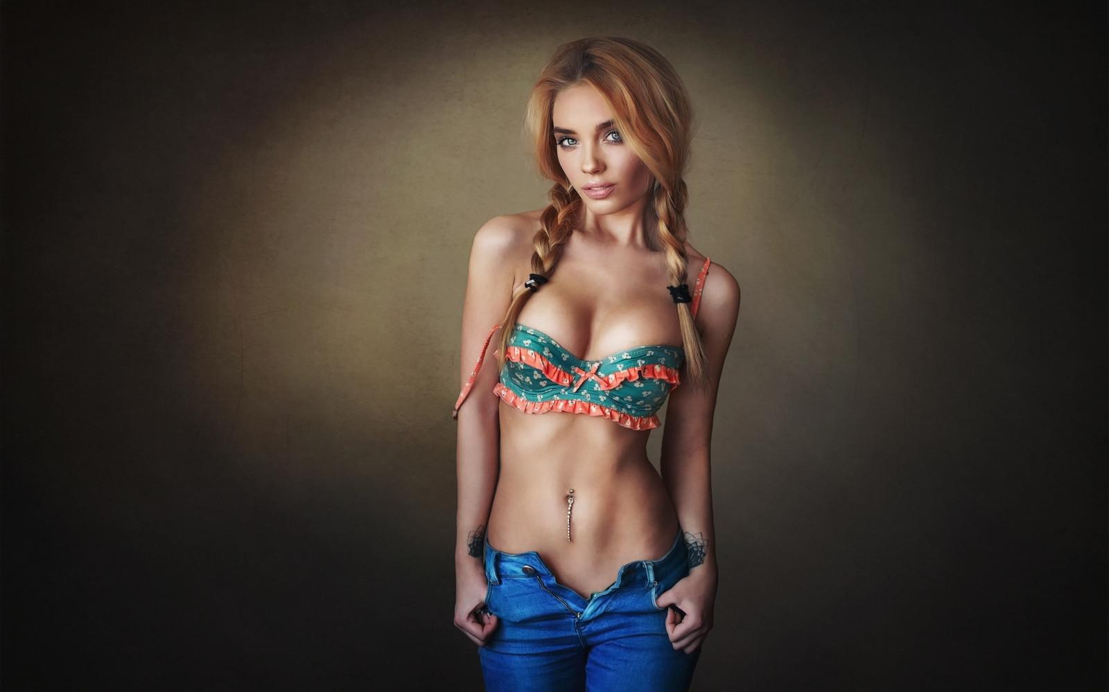 Пизда девушка с голым животом стоя
