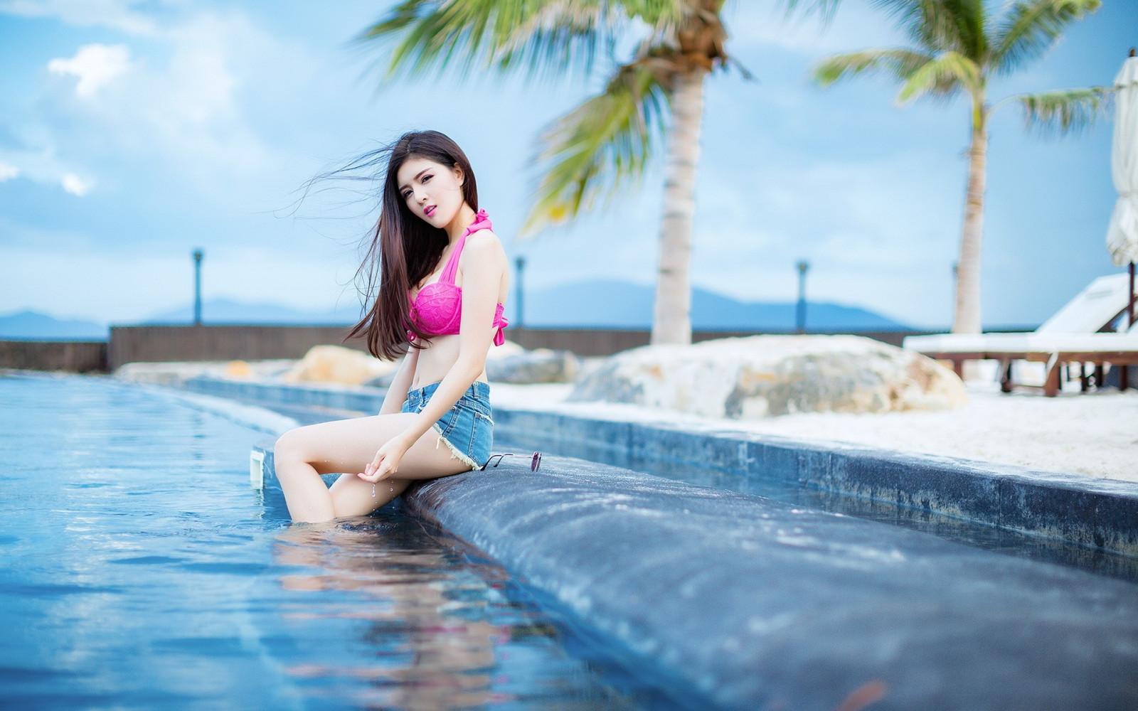 asian-lesbian-swimming-pool