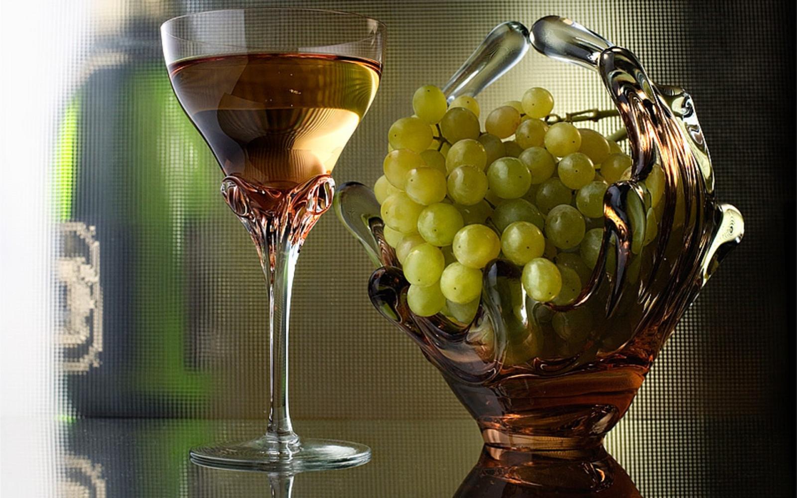 Открытки с вином и бокалами