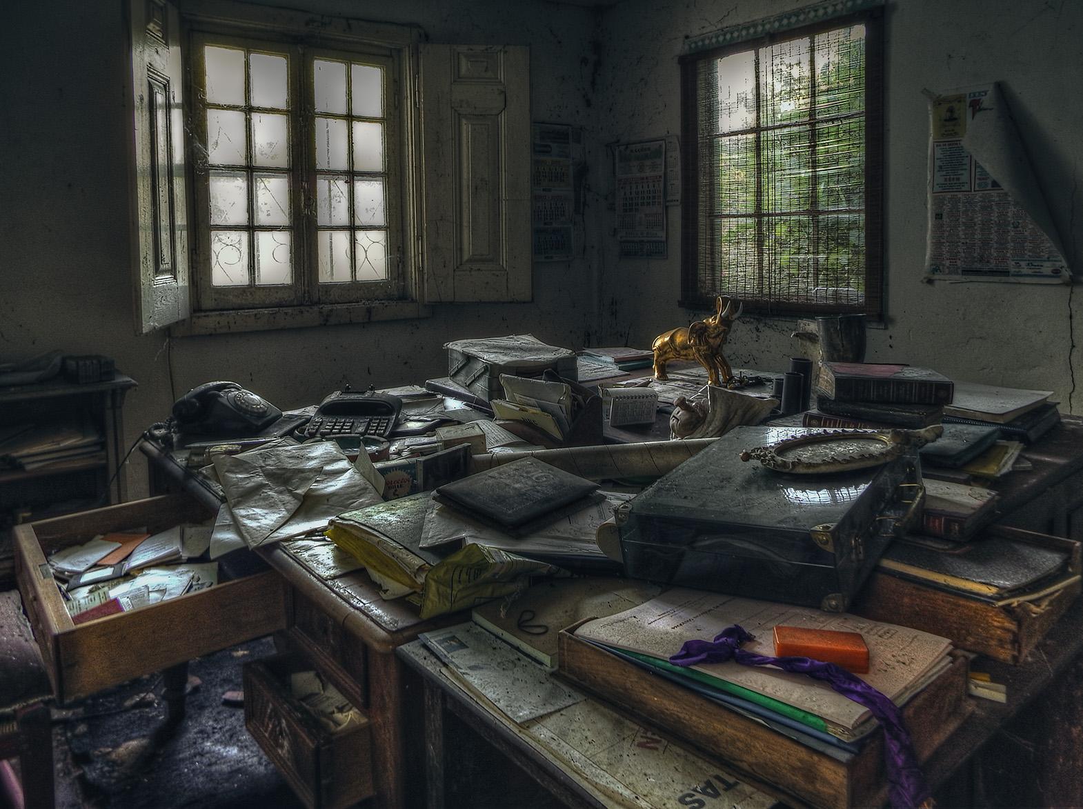 Hintergrundbilder : Fenster, Dunkel, Zimmer, Verlassen, Holz, Haus, Büro,  Telefon, Gold, Elefant, Innenarchitektur, Zerfallen, Chaos, Schreibtisch,  Fabrik, ...