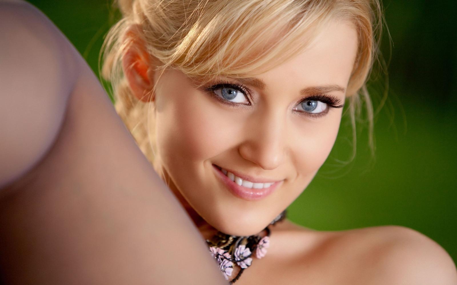 Секс на вечеринке с горячей блондинкой порно фото бесплатно