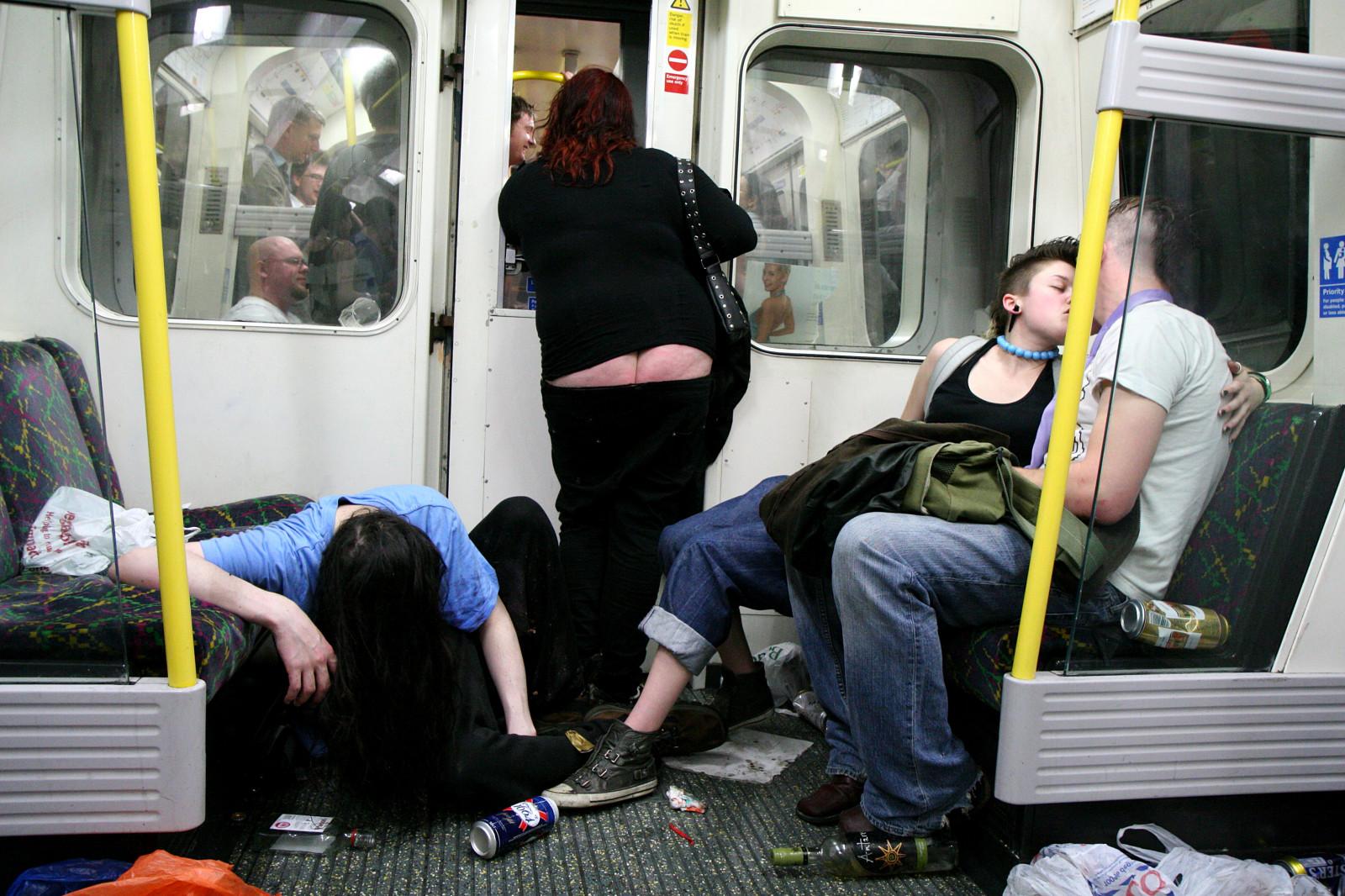 Фото пьяных в метро, смотреть видео марину ебут все