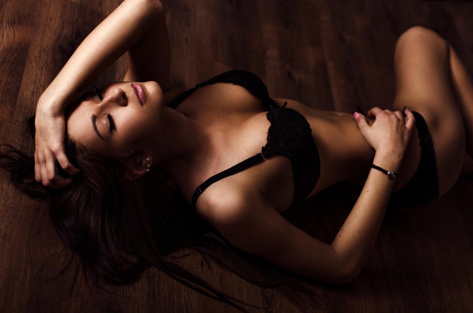 Страстная девушка соблазняет, порно сайт случайные связи