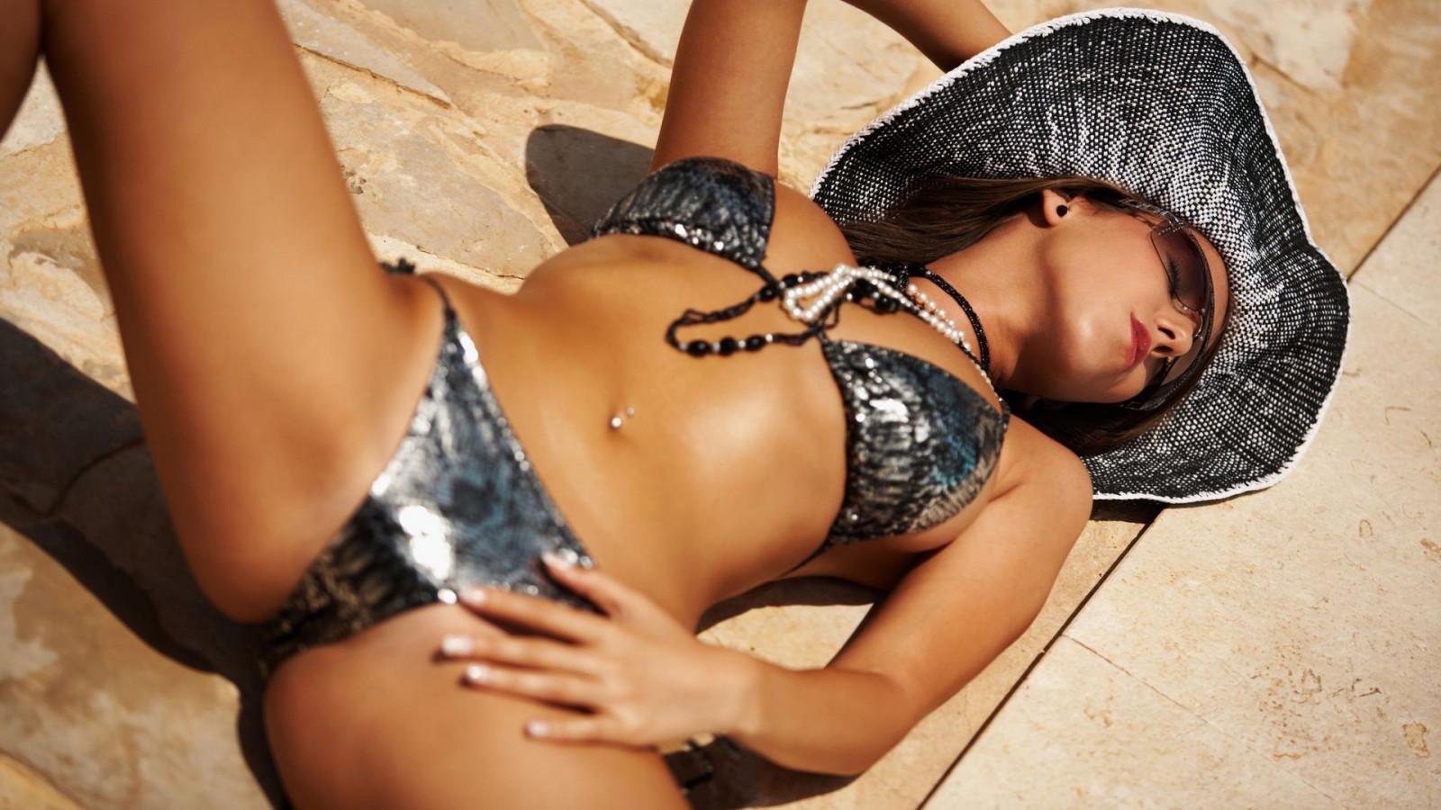 glamour-black-model-videos-girls