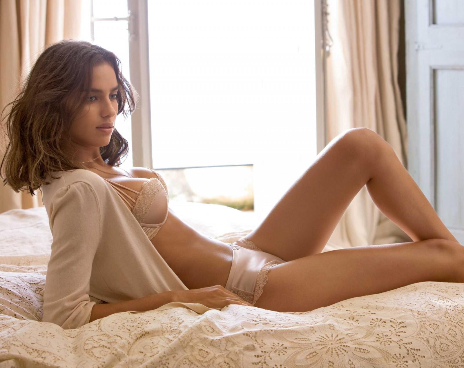 sexy-topless-super-models-moms-peeing-lezbian