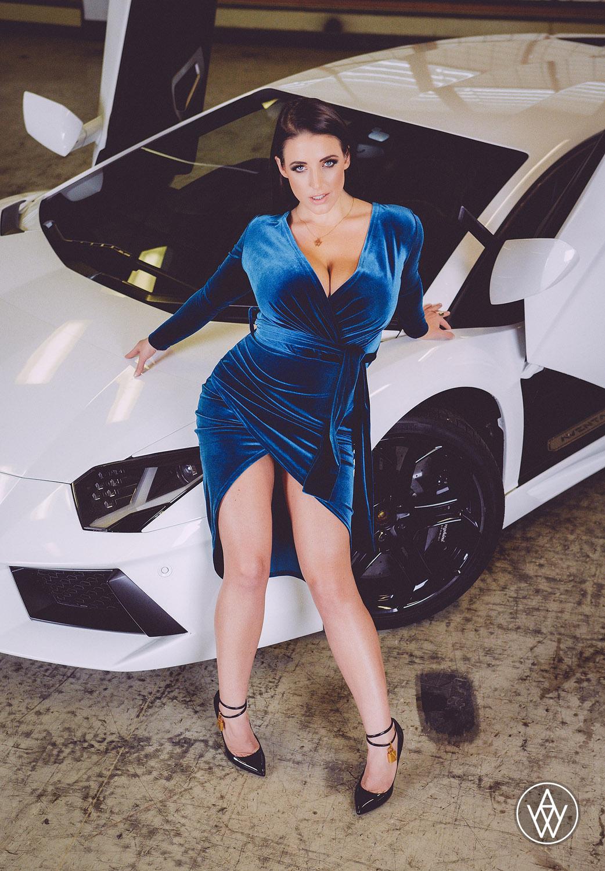 Fantastische Australische Schönheit Angela White ist bereit zu geben, einen tollen deepthroat blasen