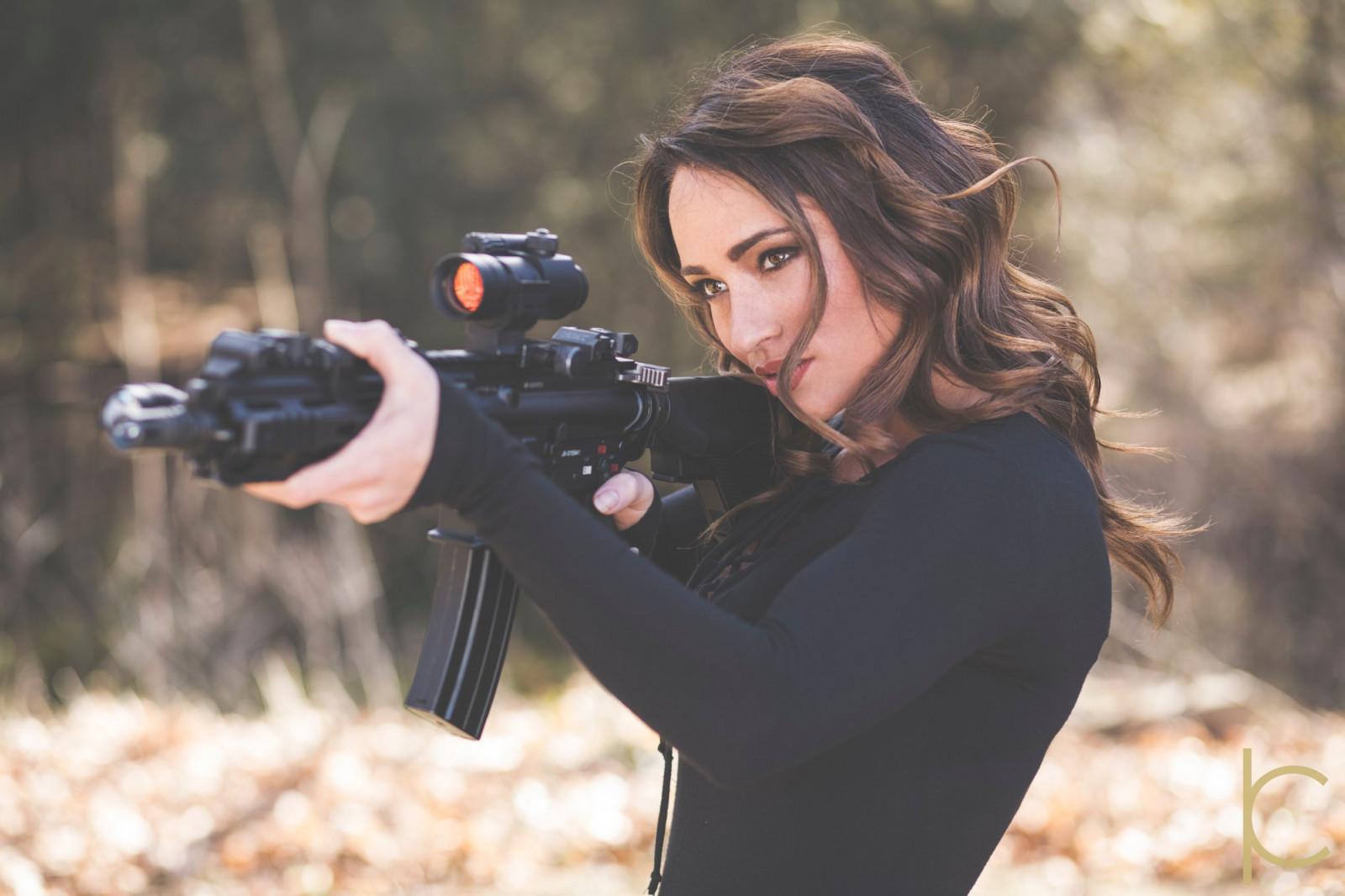 зная, что фото красоток с оружием красивые девчонки