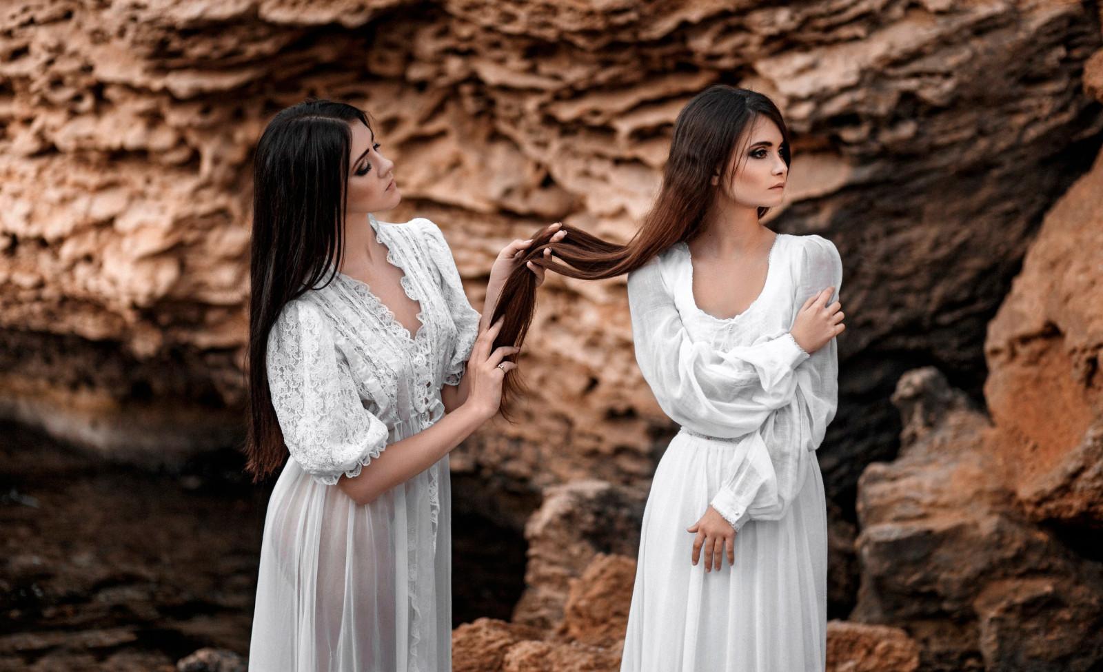 2a54d95f0a08 Kvinder udendørs Kvinder model klippe kjole bryllupskjole kvinde bryllup  brud fotografi kjole portrætfotografering Photo shoot ceremoni