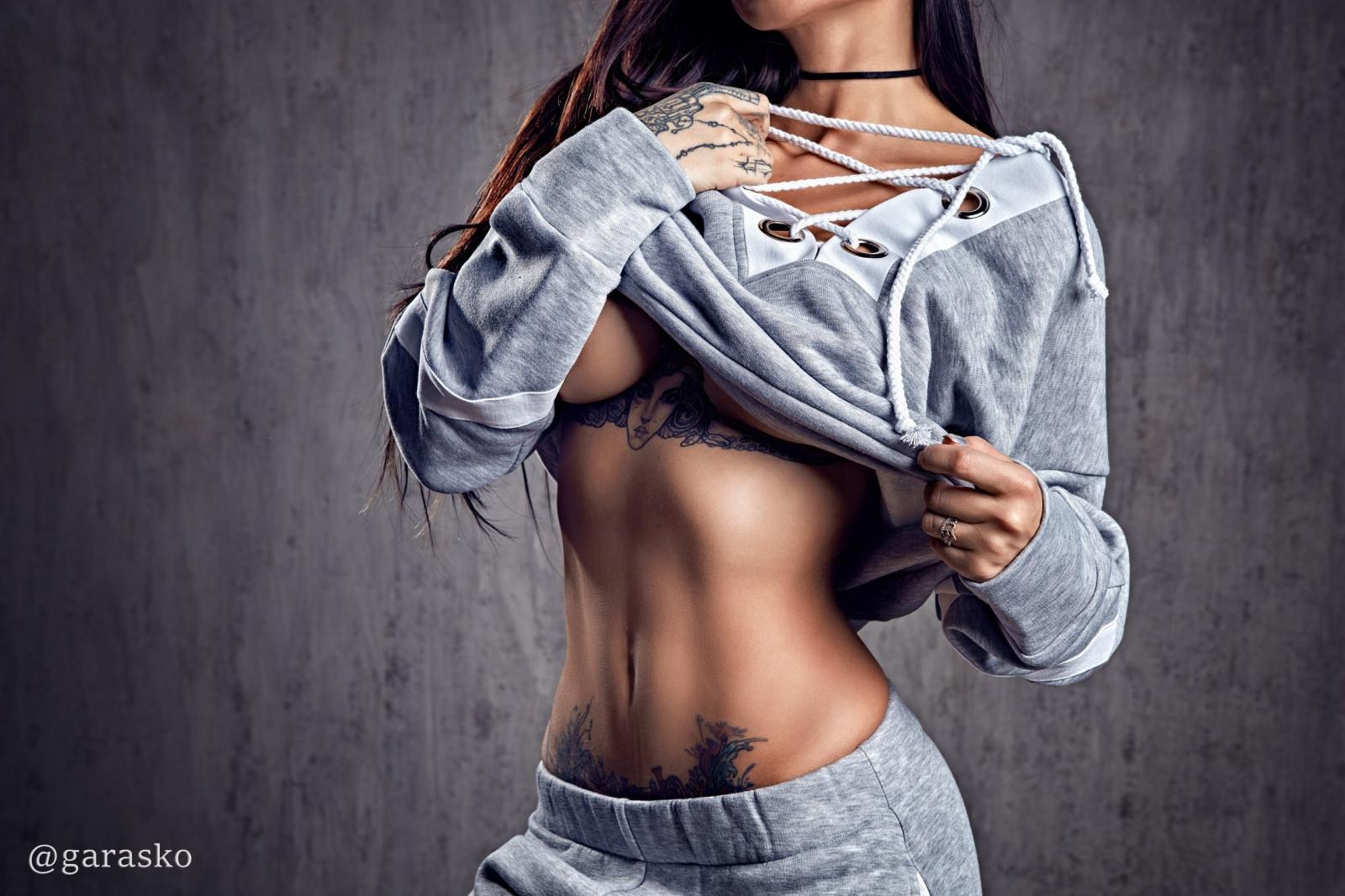 tetování ženy prsa