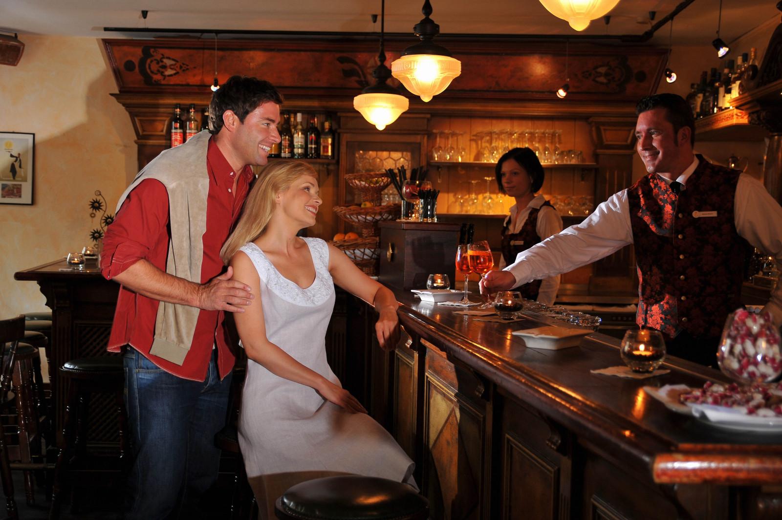 Порно фильм красотка официантка было велено