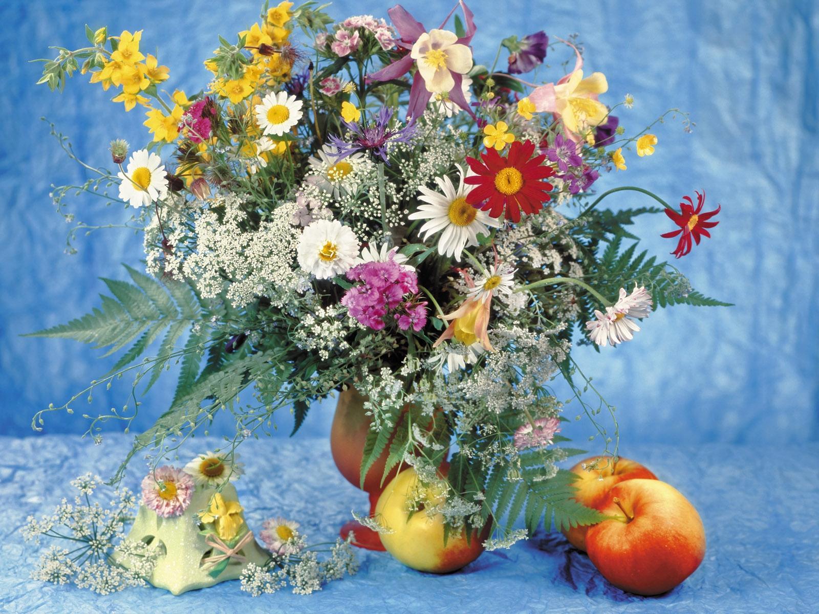 daisies_vase_table_apples_bouquet-790285.jpg!d