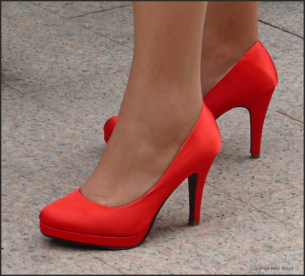 картинки красных туфель на ногах