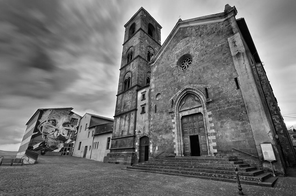 Resultado de imagen de iglesia en blanco y negro
