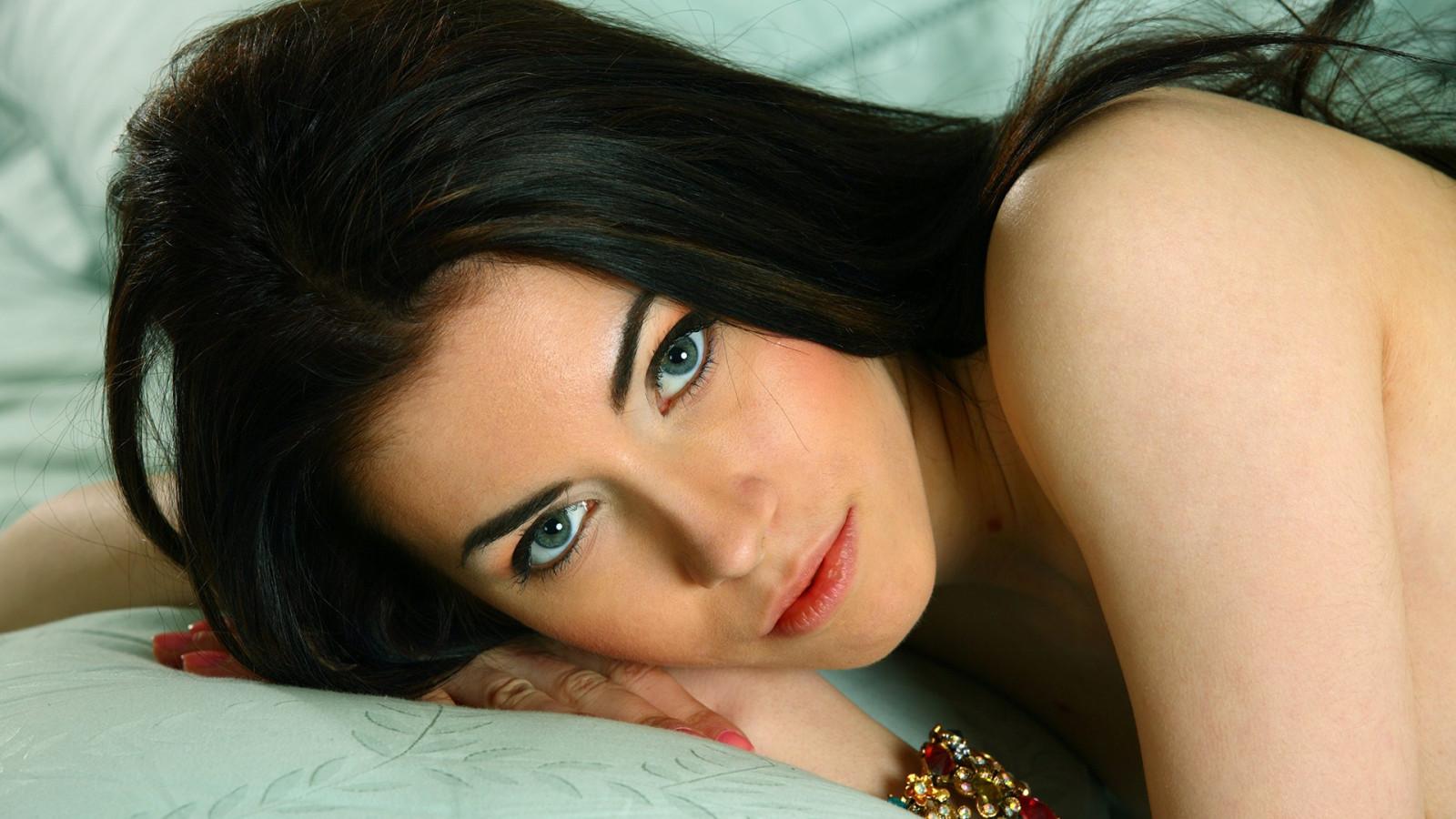 Wallpaper : women, model, long hair, blue eyes, brunette ...