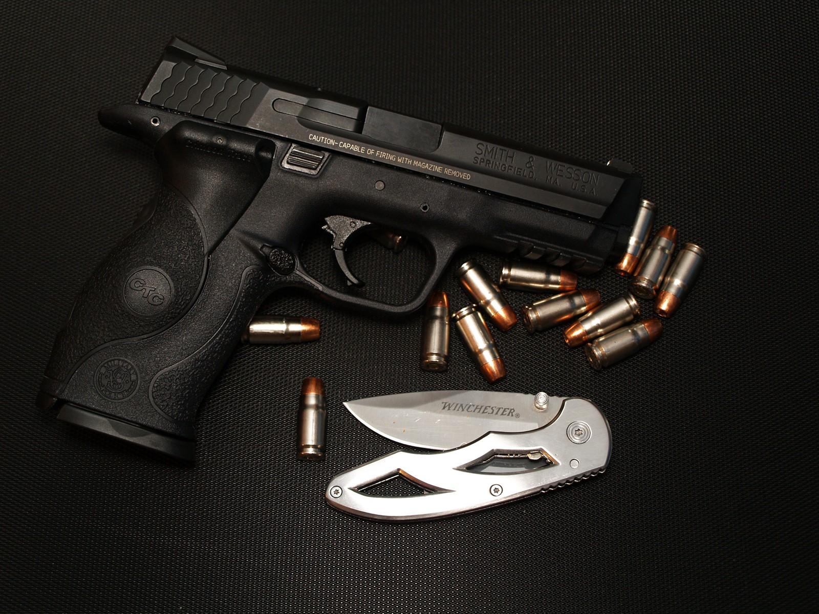 картинки черных револьверов