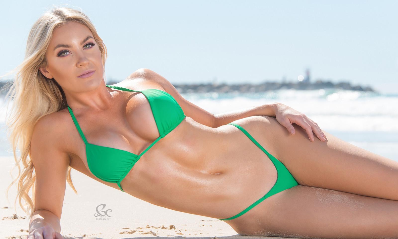 Green bikini girl wallpaper, hot babe nude having sex