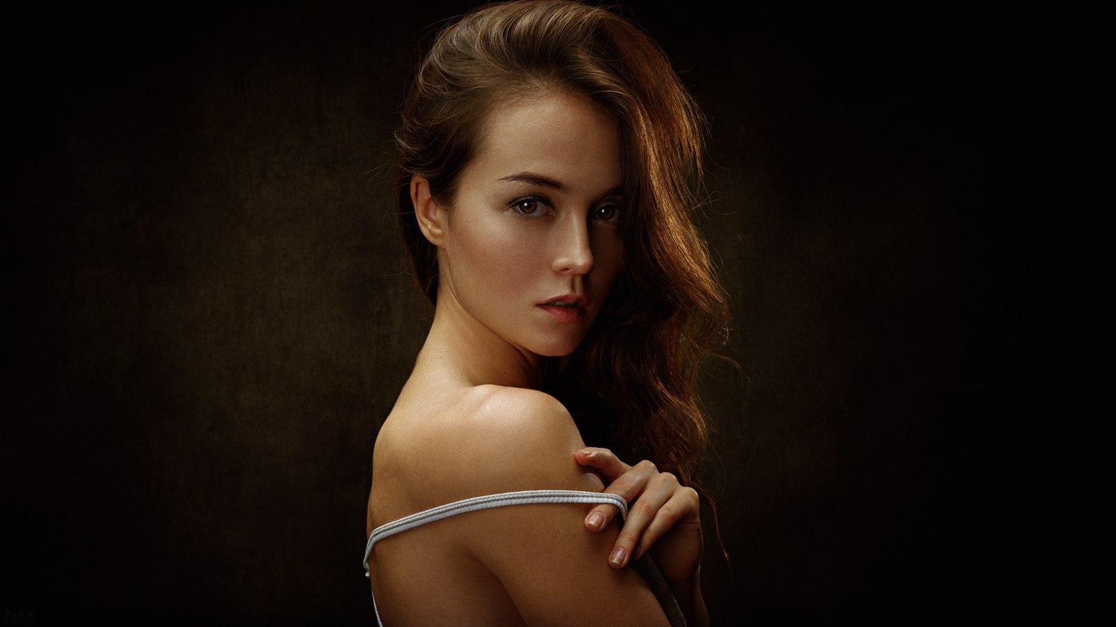 Wallpaper Face Women Simple Background Long Hair: Wallpaper : Women, Brunette, Simple Background, Face