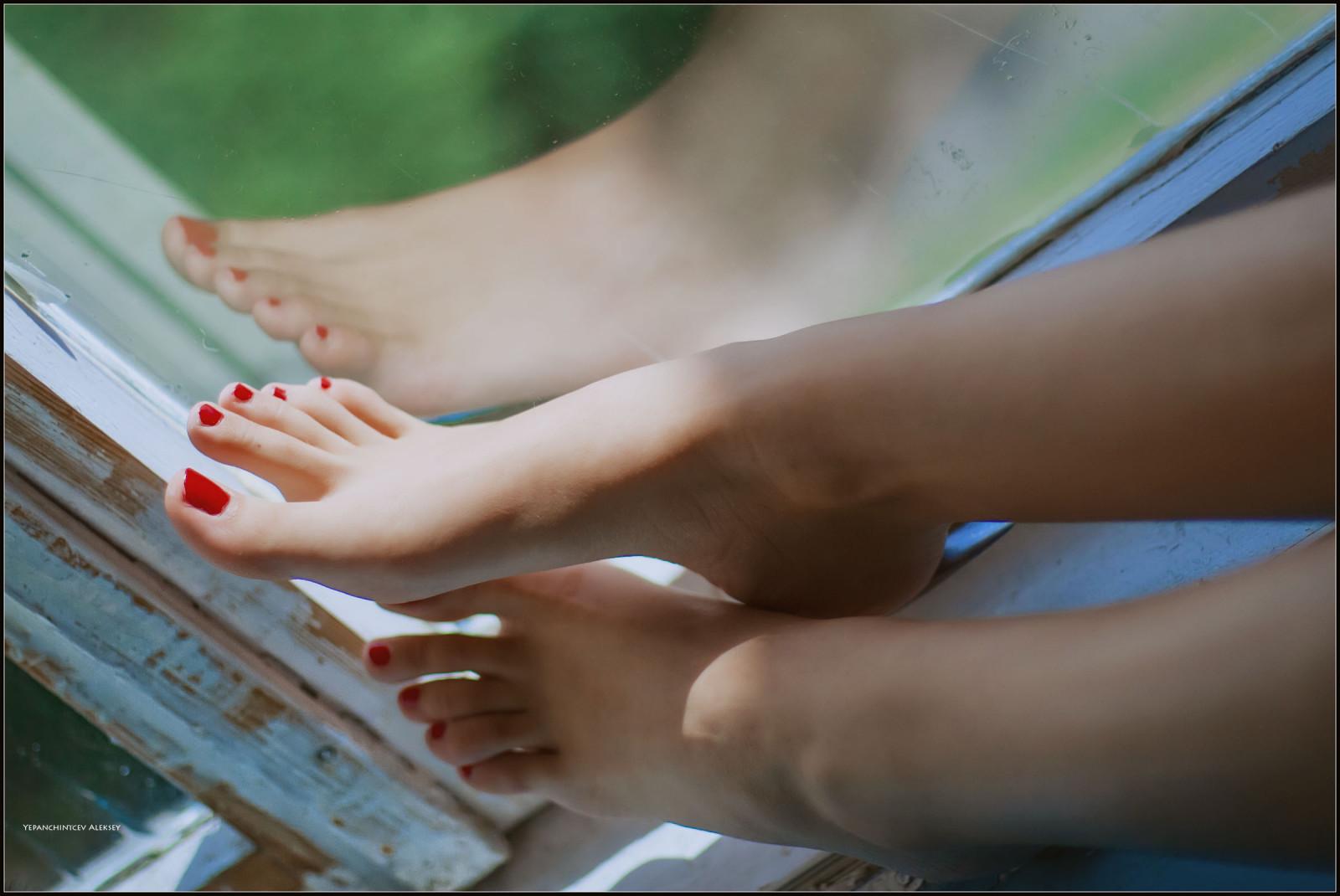 Девичьи ступни в контакте мини камера женском
