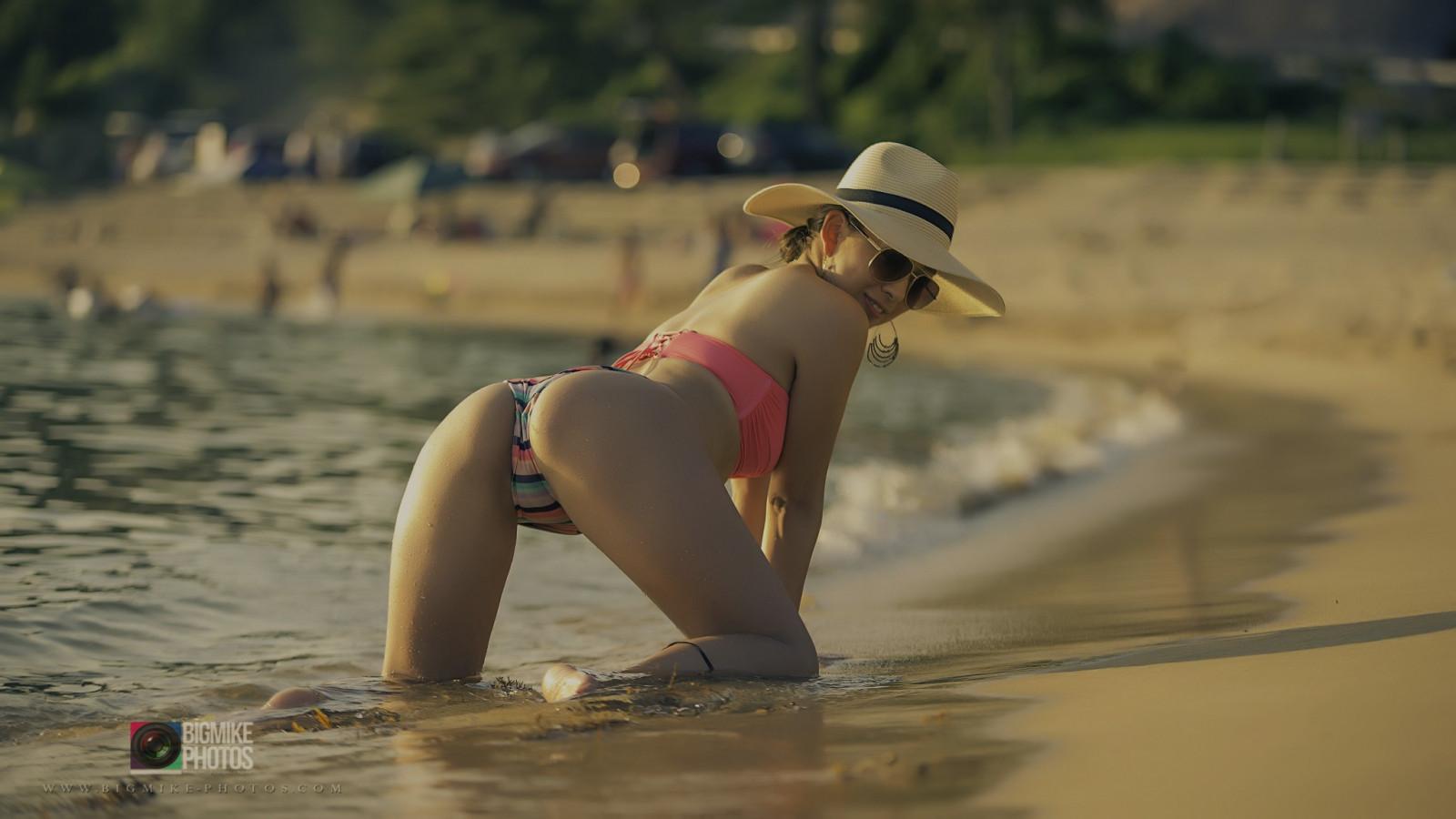 пикапят девушку на городском пляже смотреть ролики поэтому они