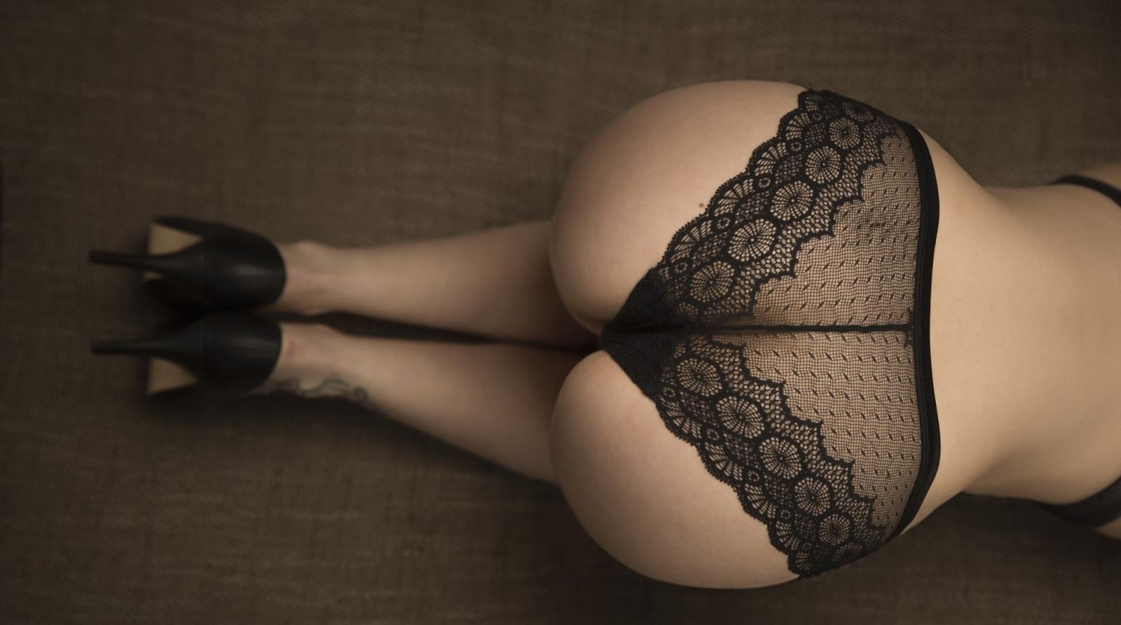 Виска лесбиянка большие жопы в кружевных трусиках секс толстушки