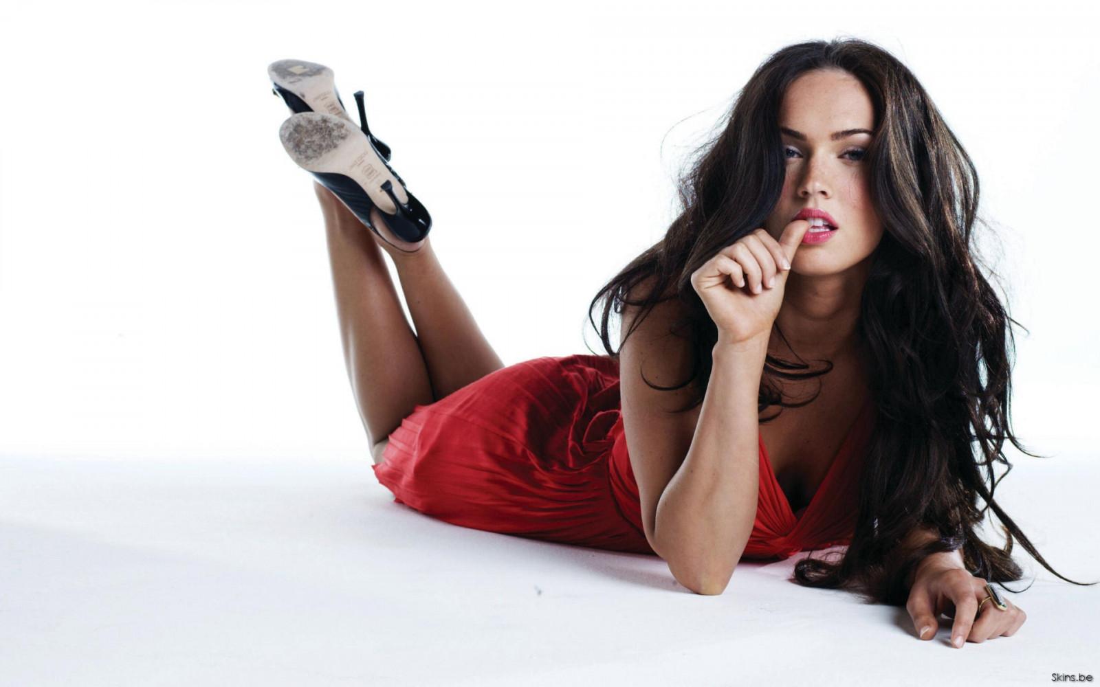 c10793d4b34 Wallpaper : women, long hair, sitting, high heels, photography ...